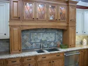 800px-Kitchen_cabinet_display_in_2009_in_NJ